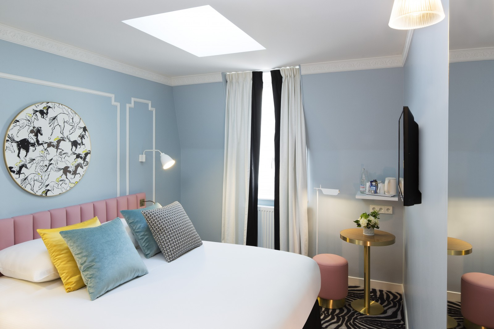 hotel pastel paris hotel near arc de triomphe rooms. Black Bedroom Furniture Sets. Home Design Ideas